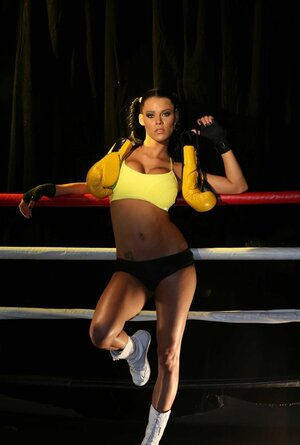 Yellow boxing gloves aren't MILF's prime weapon cause she has big hooters