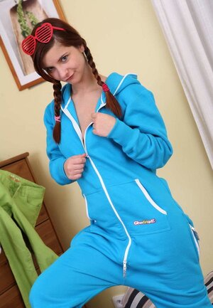 Enjoy takes blue tracksuit off to masturbate cunt as soon as possible