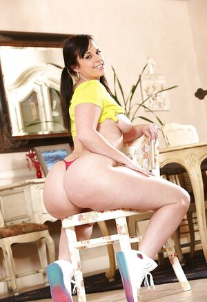 Big-assed Latina bombshell adores showing nude body in front of camera