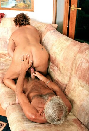 Mature guy has just to lick and furthermore drill hairy pussy of flabby but naughty wife