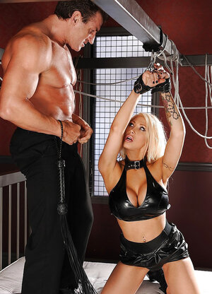 Pumped up master takes off handcuffs giving the blonde opportunity to satisfy orally